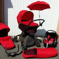 Mamas & Papas Mylo 2 Review - effortless one-handed fold, with or without seat attached into a compact small size