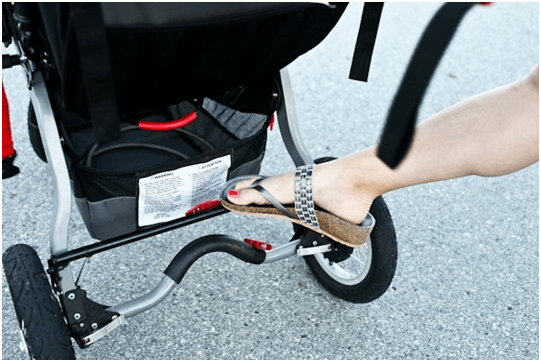 BOB Revolution CE Stroller Reviews - Leg break and big storage